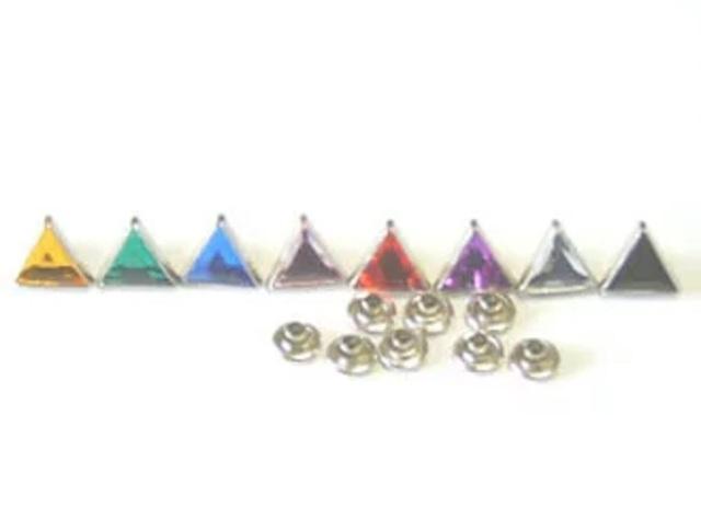 飾りカシメ 三角 トライアングル カラー 横のサイズ、9ミリ。シルバー台座となります。カシメカラーは9カラーあります。