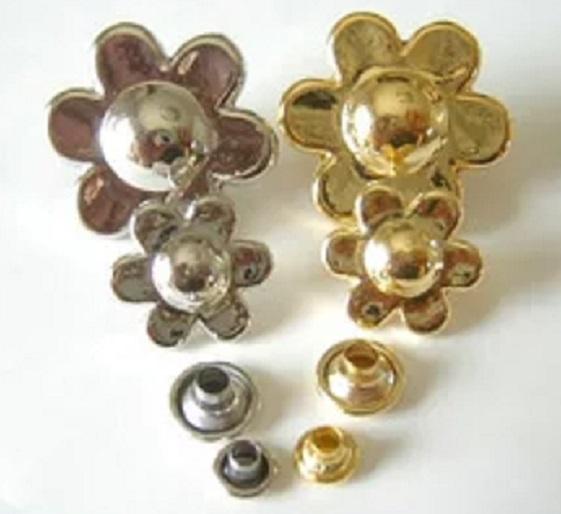 飾りカシメ 花 U30000。横のサイズ Sサイズ17ミリ、Lサイズ25ミリ。シルバー、ゴールド、があります。