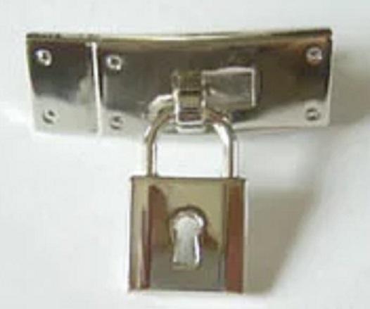 エルメス ケリーバッグ調 ヒモ飾り 飾りカギ付き。横のサイズ32ミリ。シルバー、ゴールド、アンティークがあります。