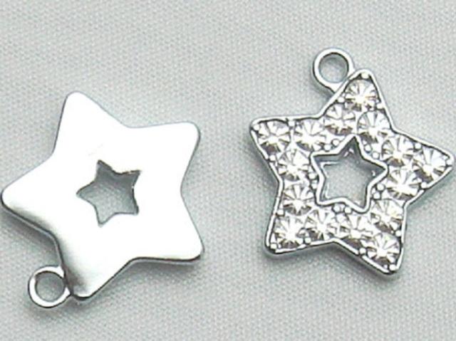 チャーム ダイヤ星  X12900 ヘッド部分サイズ 15ミリ。カラーはシルバーのみとなります。