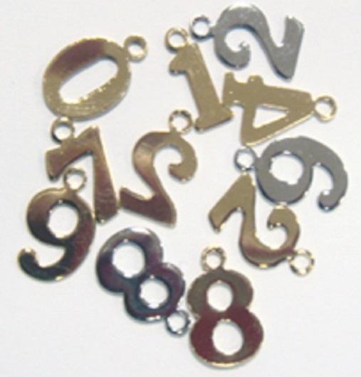 チャーム 数字チャームSサイズ(ナンバーチャーム) X44400 ヘッド部分サイズ 約9ミリ。カラーは、シルバー、ゴールド、となります。