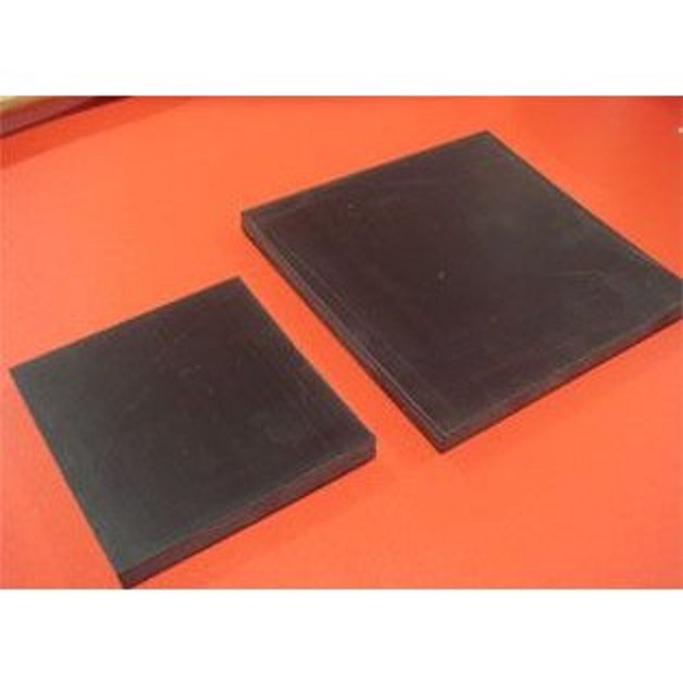 作業用ゴム板 弾力性のあるゴムを使用していますので飾りカシメや打ち込みに使用できます。ゴム板ミニ、ゴム板小の2サイズがございます。