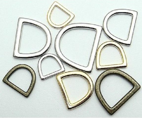鋳物Dカン 15ミリ、18ミリ、21ミリ、24ミリ、30ミリ、サイズがあります。メッキカラーは、シルバー、ゴールド、アンティーク、つなぎ目のあるDカン溶接(ロー付け)品もあります。。日本製 シルバー、ゴールド、アンティークとなります。