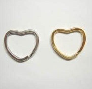 二重リング 二コイル キーリング ハート型 だ円マル線 30mm(横/内径)×24mm(縦/内径) だ円マルセン 。 カラーはシルバー、ゴールド、となります。