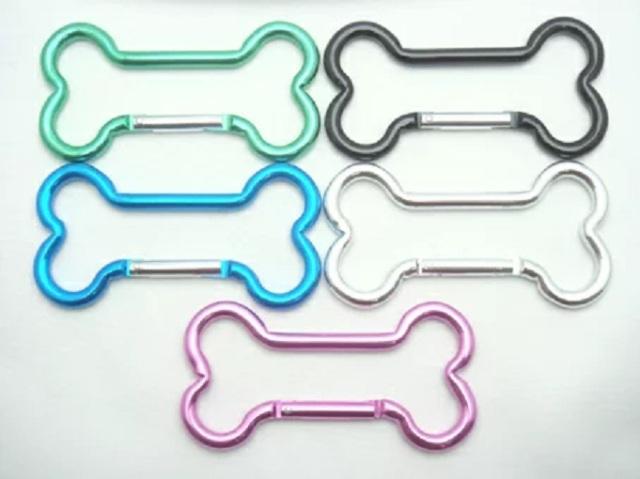 カラビナ ホネ ホネカラビナ カラータイプ キーホルダー 全長95ミリ カラーは5カラーとなります。