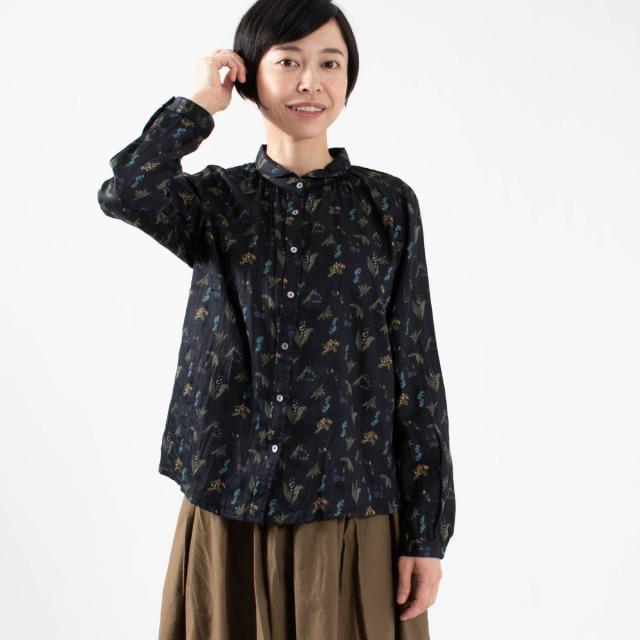 CALINER champ de fleursプリント 丸衿ギャザーネックシャツ