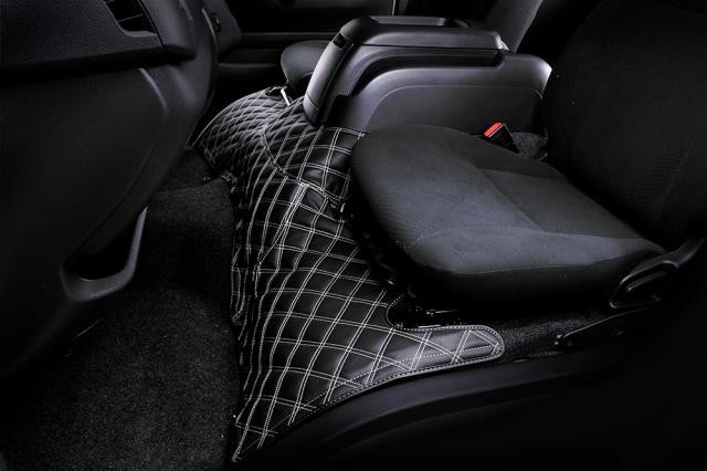 ハイエース200系 標準ボディ エンジンカバー(フロント部)