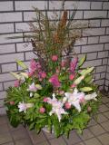 お悔やみ・お供え花 アレンジメント スタンド装花 新宿花屋フラワーショップアイビー