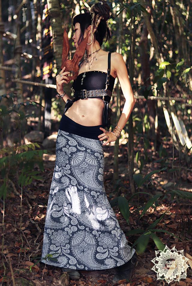 【FLOWERHAYESオーガニックコットン】ジャガード織り*ストレッチ♪Aライン フレアロングスカート【大ペイズリー花柄*ネイビー】S M Lサイズ