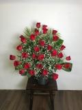 赤バラとカスミ草のアレンジメント【15A-ROKA】
