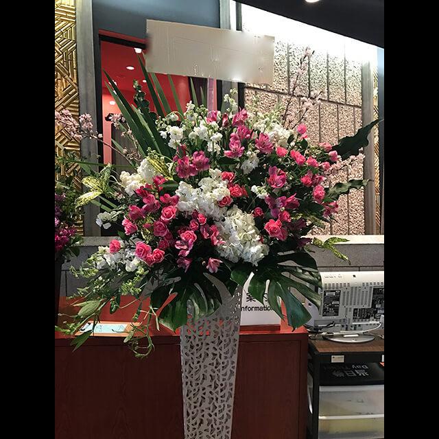 白ピンクメタルスタンド花