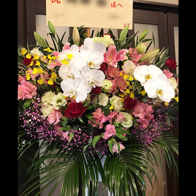 ボリューム感のあるスタンド花