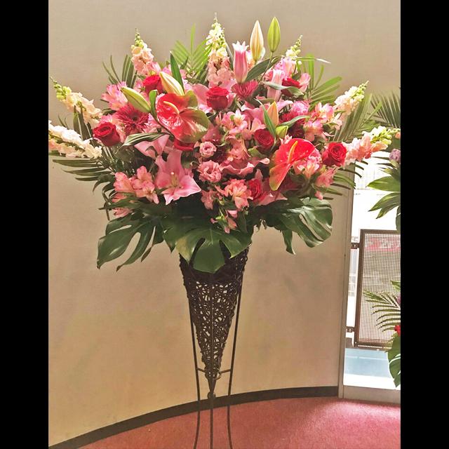赤×ピンクコーンスタンド花