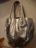 エナメル丸型バッグ