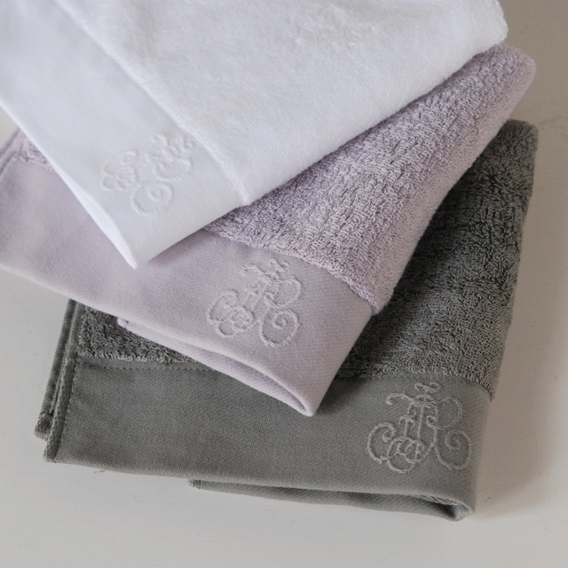 フランジュールの高級タオル、モノグラム。上質なコットンを使用してお作りしています。