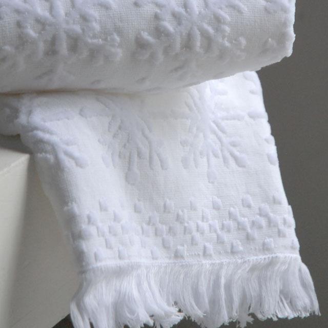 オリジナルタオル、『ラネージュ』。ボリュームがありながらも軽くソフトな風合い。ふわっとした素材を雪の結晶のジャガードで表現。