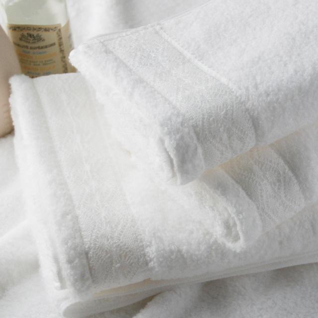 オリジナルタオル『レースタオル』。コーマ無撚糸を使用。コットンの素材をそのまま感じられるふんわりソフトなタオル。