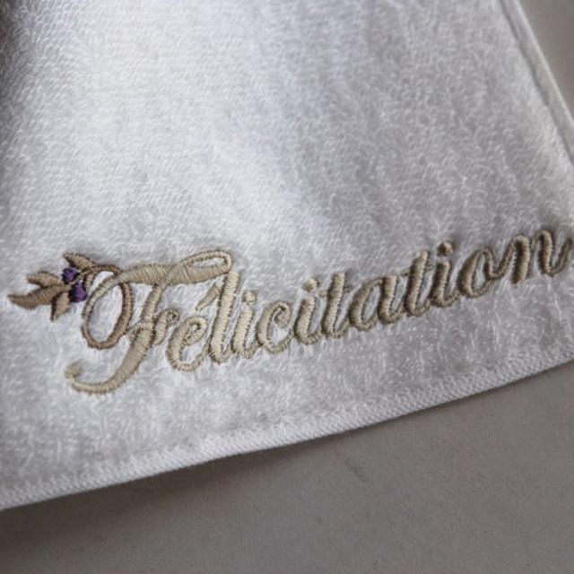 最高級綿糸、スーピマ綿で織られたタオル素材のミニハンカチです。