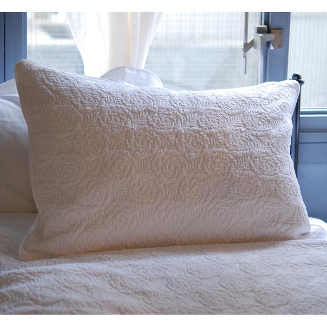 ブティ ベッドスプレッド クッション ピロー ホワイトの世界