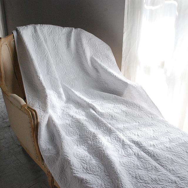 ブティ ベッドパッド ベッドスプレッド ホワイトの世界