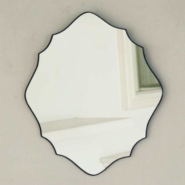 atelier mado(アトリエマド)は神戸にある小さなステンドグラスの工房です。ステンドグラスや鏡を制作しています。