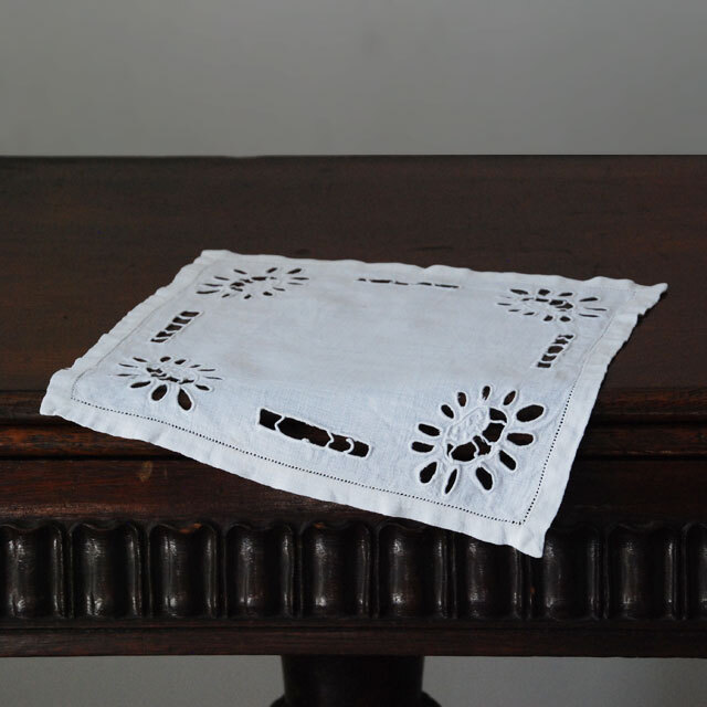 LA COUSINE DES LILAS ラ クジーヌ デ リラ アンティーク レース フランス 刺繍