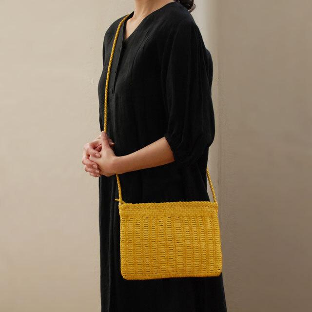 DRAGON(ドラゴン) 熟練した職人の編みこみによるレザーメッシュが特徴的なブランド。