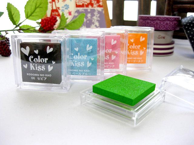 手作りメッセージカードやスクラップブッキングに最適なスタンプインク/カラーキス