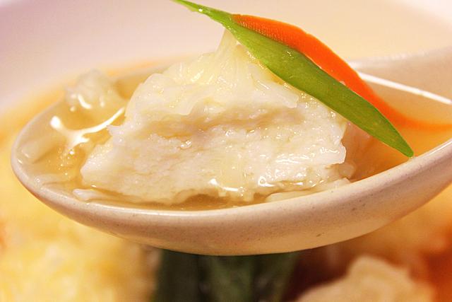 ふぐの白子入り焼売。とりがらスープや中華味の素で、手早くスープに。
