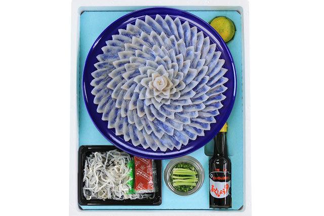 プラスチック皿のほうは、瑠璃色の高台付きになります。