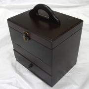 木のぬくもりが伝わる機能的なコスメティックボックス MK6543