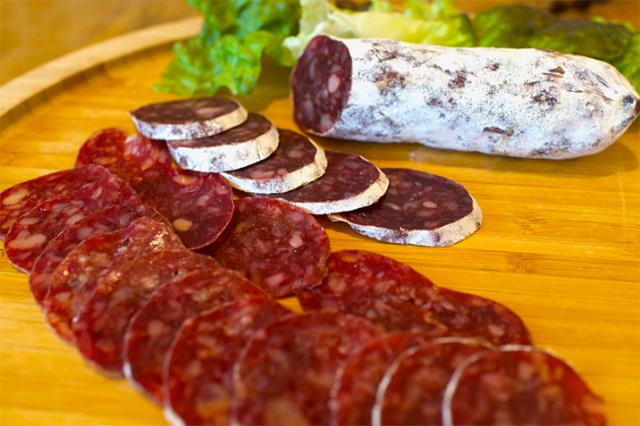 うっち~ファームの牛肉サラミ 白カビ熟成・非加熱