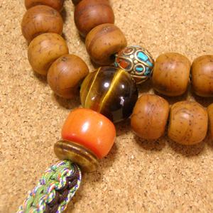[数珠・ネックレス]鳳眼菩提樹54果 虎眼石 グリーンゼブラジャスパー 琥珀 チベット真鍮ビーズ 正絹紐房八本組み