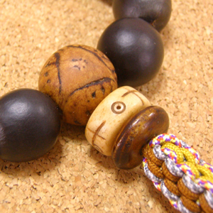 [数珠・念珠]数珠起源の実ムクロジ18珠 龍眼菩提樹 縞瑪瑙 正絹紐房八本組み