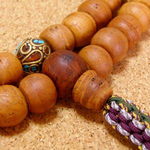 [数珠・念珠]鳳眼菩提樹13mm108果 曇水晶 チベット真鍮ビーズ 正絹紐房八本組み