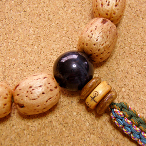 [数珠・念珠]天然柿渋染の五眼龍菩提樹14珠 ブルータイガーアイ 曇水晶 正絹紐8本仕立て
