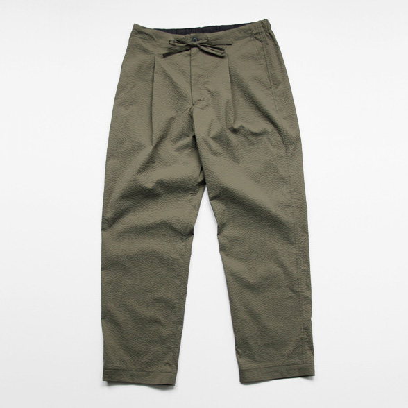 comm. arch. / Cool Seersucker Easy Trousers - Deep Forest