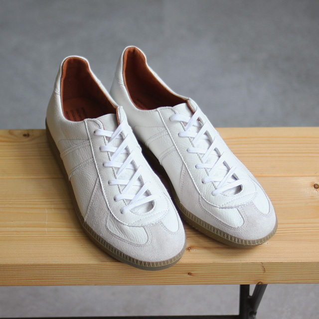 REPRODUCTION OF FOUND / German Trainer - White