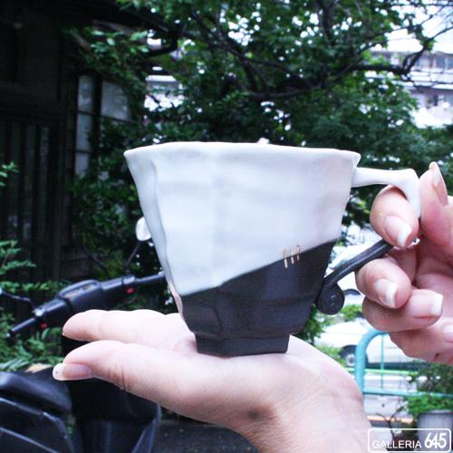 黒陶金彩スクラッチ白釉マグカップ:山本文雅:007037