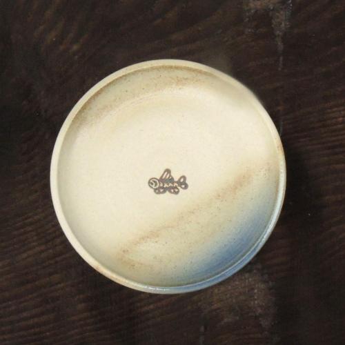 魚文5寸皿(白土):與 宏文:041056