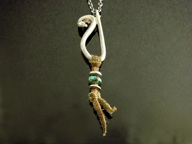 蛇モチーフネックレス