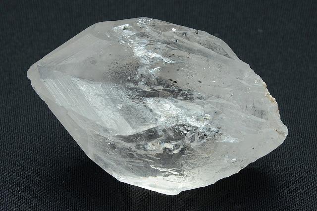 【ガネーシュヒマール産】透明の水晶のなかにきらめく雲母がキレイなインターフェレンス天然水晶・原石(131g)
