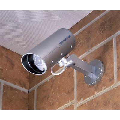 空き巣、ストーカー等の不審者対策に!雨のかかる場所でも使えます。防雨ダミーカメラ