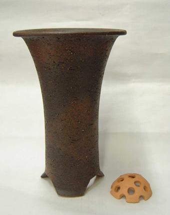 信楽焼き寒蘭鉢 5.5号 岩石胴しぼり サナ付き
