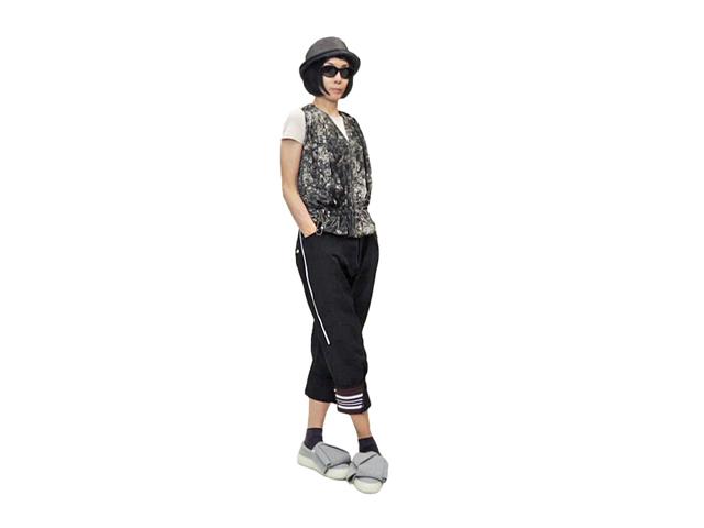 【HIGH】レディ-ス◇イタリア40、42サイズ☆シックな配色 超軽量 ふわふわベスト ボタニカルプリント☆彡日本のM、Lサイズ♪イタリア製40%OFF