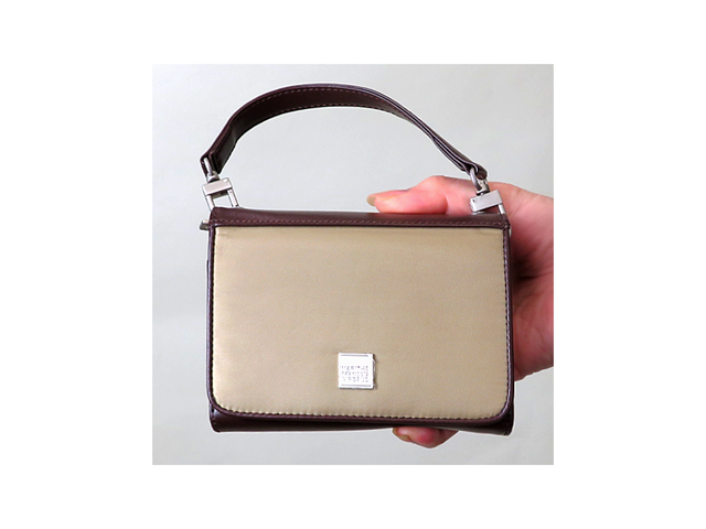 【ジルボー】レディス&メンズ◇日本未入荷 可愛い三つ折りウオレットハンドル付き☆お財布一つでちょいお買い物☆彡