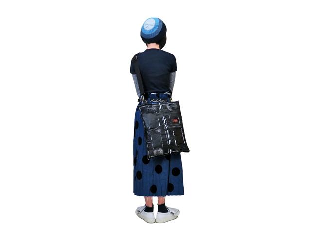 【GCL】メンズ&レディース◇アート感満載の本革使用ワンショルダーボディーバッグブラック☆他にない物を提案します☆彡