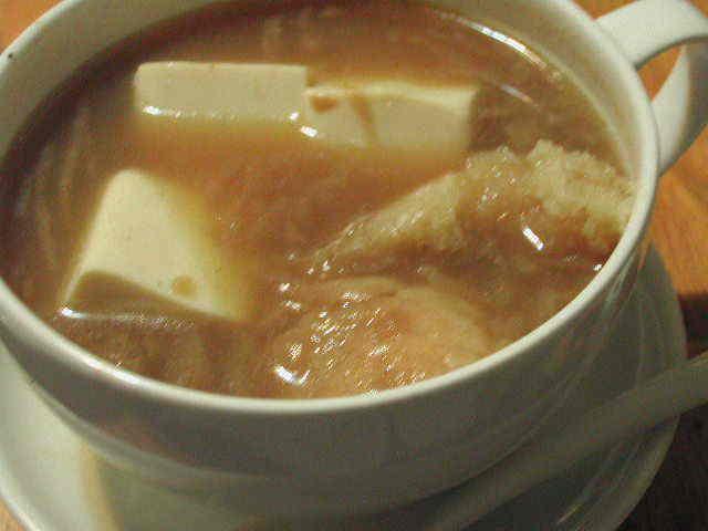 オニオンスープに豆腐を入れて