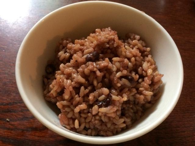 圧力鍋で炊いたふっくらもちもちの【有機玄米小豆ご飯】