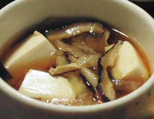 手軽に使える【国内産原木栽培乾椎茸(スライス)】の味噌汁